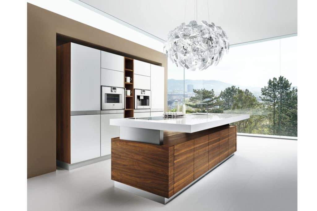 Höhenverstellbare Kücheninsel K7 in Nussbaum.