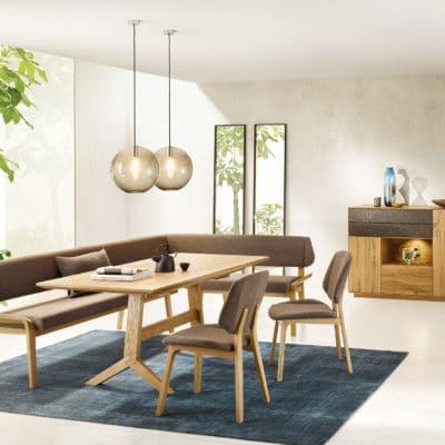 Speisezimmer Oreja mit Eckbank und Tisch in Asteiche und Balkeneiche geölt