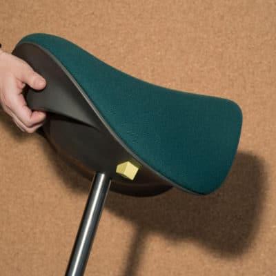 Stehhilfe Motion mit integriertem Tragegriff für leichten Transport.