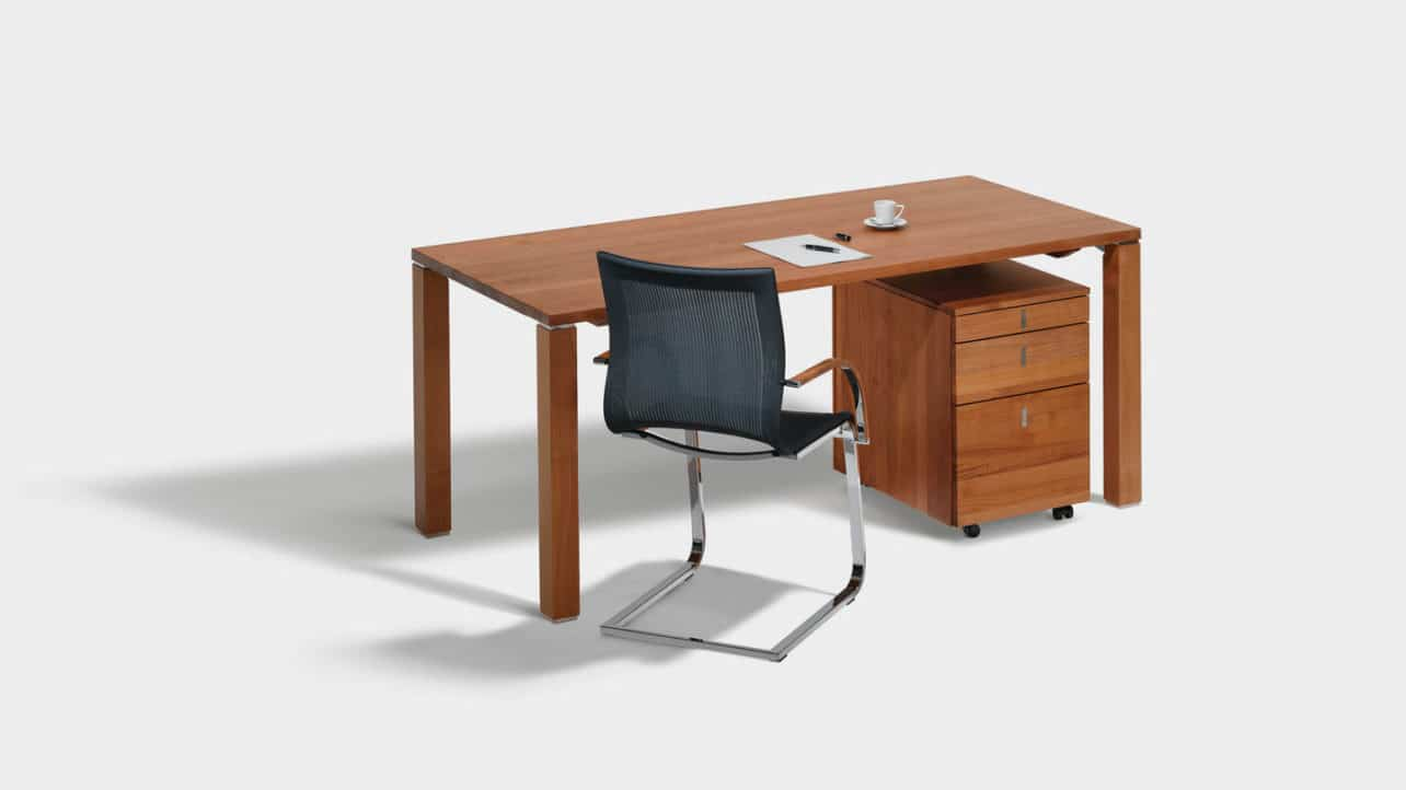 Cubus Schreibtisch mit Container in Kirschbaum.